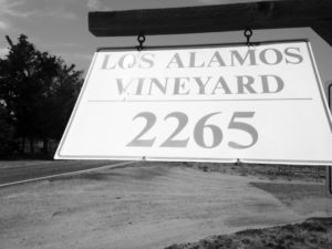 los alamos vineyard sign